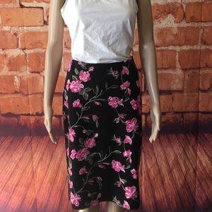 EUC Sz L Pull on floral skirt